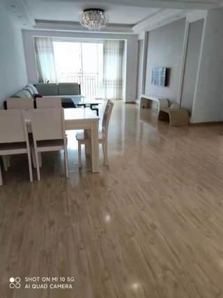 【房东直租】-金洲国际3室2厅,143平简单装修,租金低,拎包入住!